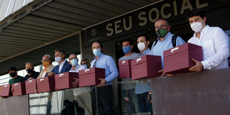 Sí al futur recull signatures per donar suport a la moció de censura contra Josep Maria Bartomeu i la seva Junta